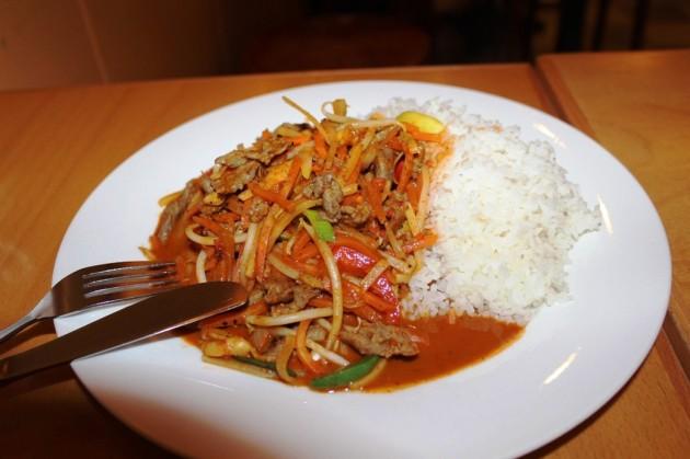 Reis mit Rind