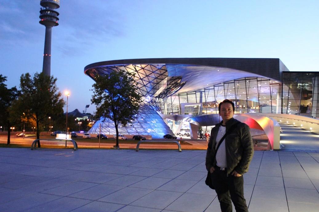 Ich vor der BMW Welt