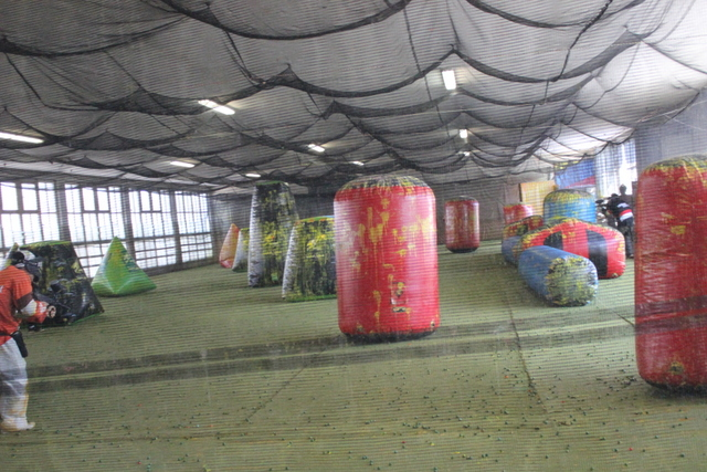 Indoor shooting paintball Everlong